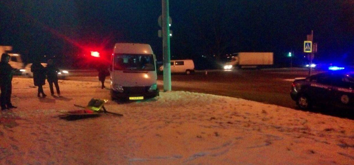 В Барановичах междугородная маршрутка столкнулась с другим микроавтобусом