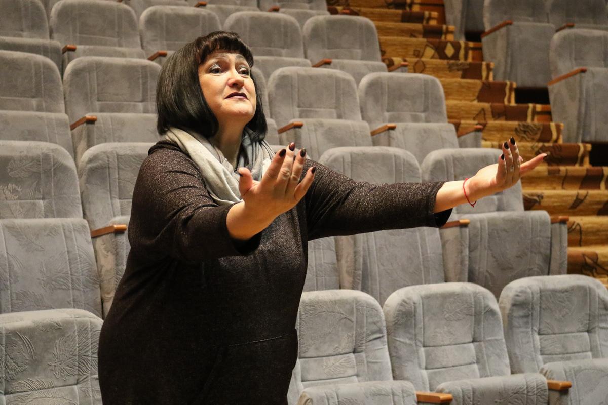 Лариса  Сартакова любит атмосферу во время репетиций пьес. Она считает, что репетиция дает возможность открывать и искать что-то новое.  Фото: Александр ЧЕРНЫЙ