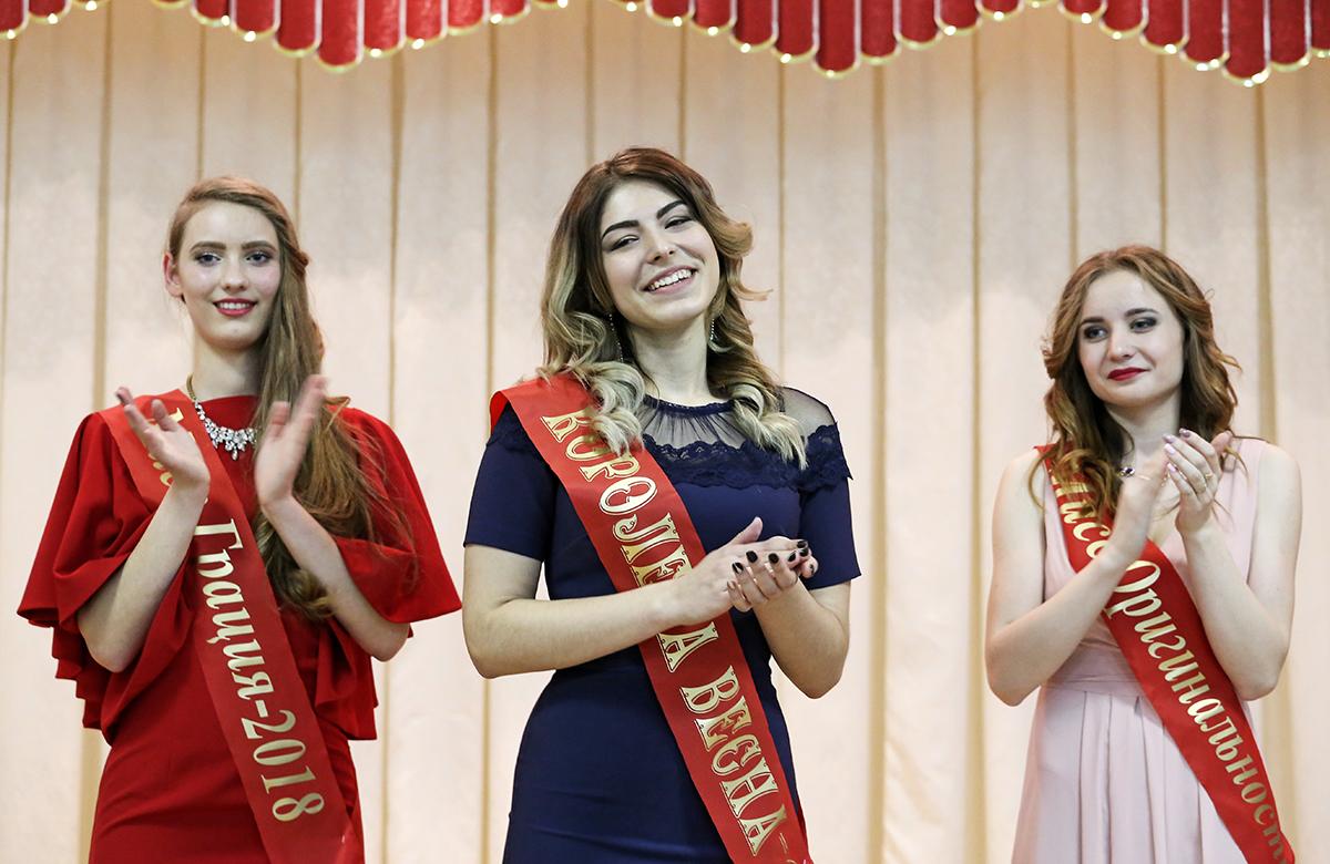 Титул «Королева Весна» получила Анна Ермакова (в центре).