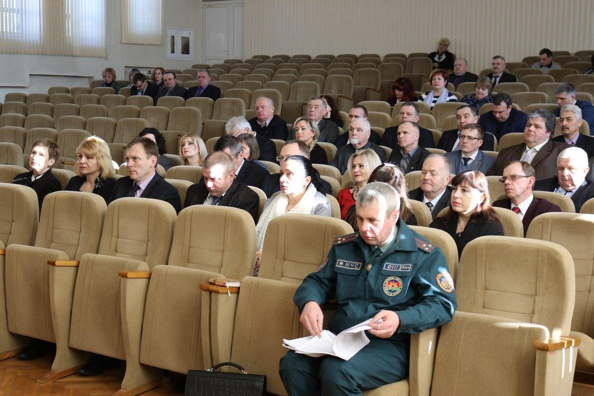 Депутаты Барановичского горсовета 27 созыва, представители горисполкома и руководители некоторых учреждений на заседании 5 марта.