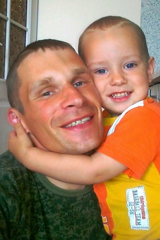 Владимир Двоежонов с сыном. Фото: соцсеть «Одноклассники»