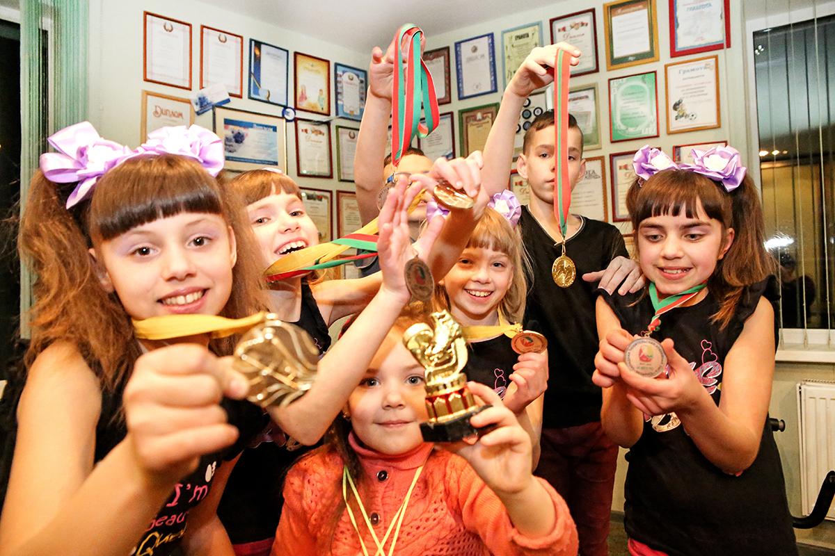 Дети ведут активный образ жизни, участвуют в соревнованиях, олимпиадах и занимают призовые места.