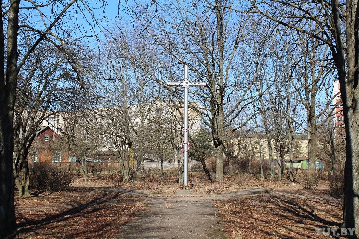 Сквер в Барановичах, где сегодня находится памятный крест.