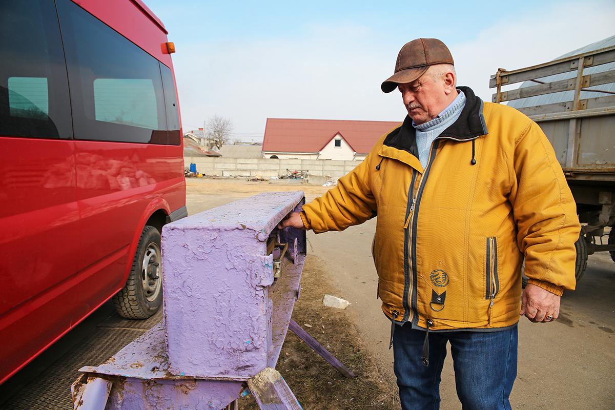 Александр Барташевич живет в Ляховичах, на работу ездит в Барановичи.