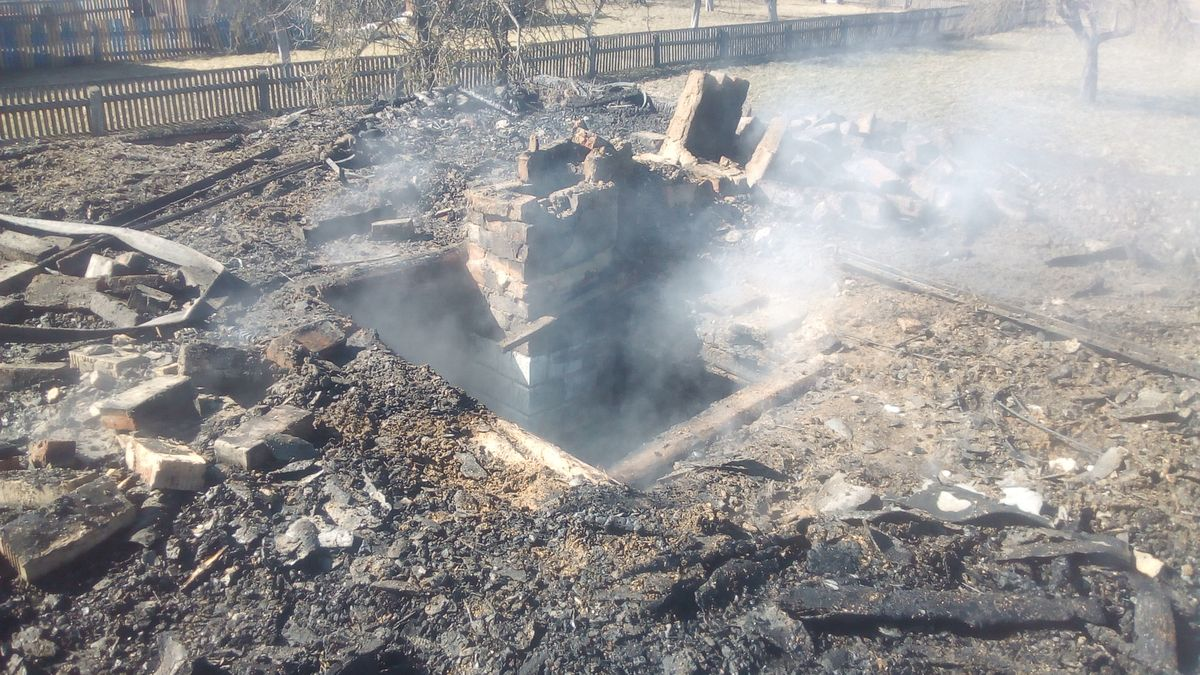 В деревне Святица сгорел дом.