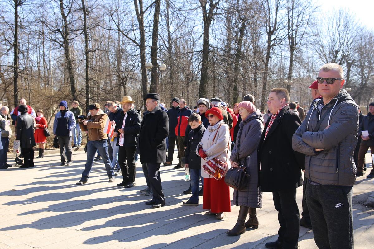 На мероприятие в молодой парк пришли 50–100 человек. Фото: Татьяна МАЛЕЖ