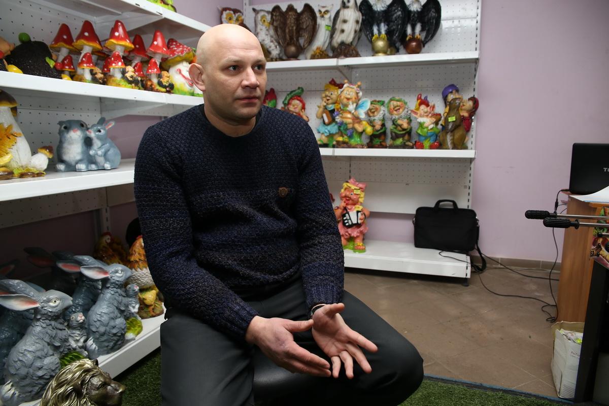 В магазине Сергея Петрова представлено более 170 видов садовых скульптур.  Фото: Евгений ТИХАНОВИЧ