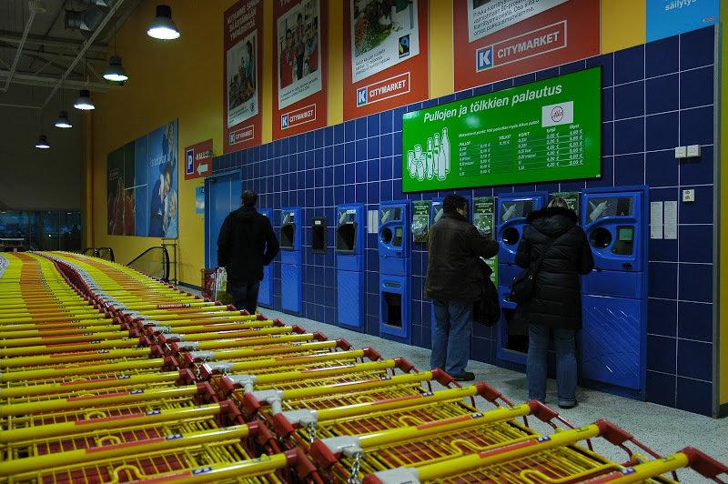 Так выглядят автоматы для сдачи пустых бутылок в Финляндии. Фото: «Наша Нiва»