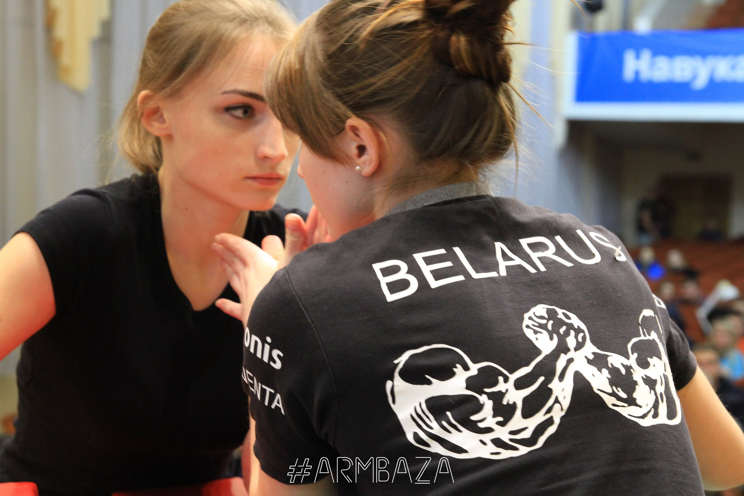 Дарья Яцкевич (слева). Фото: armbaza во «ВКонтакте»
