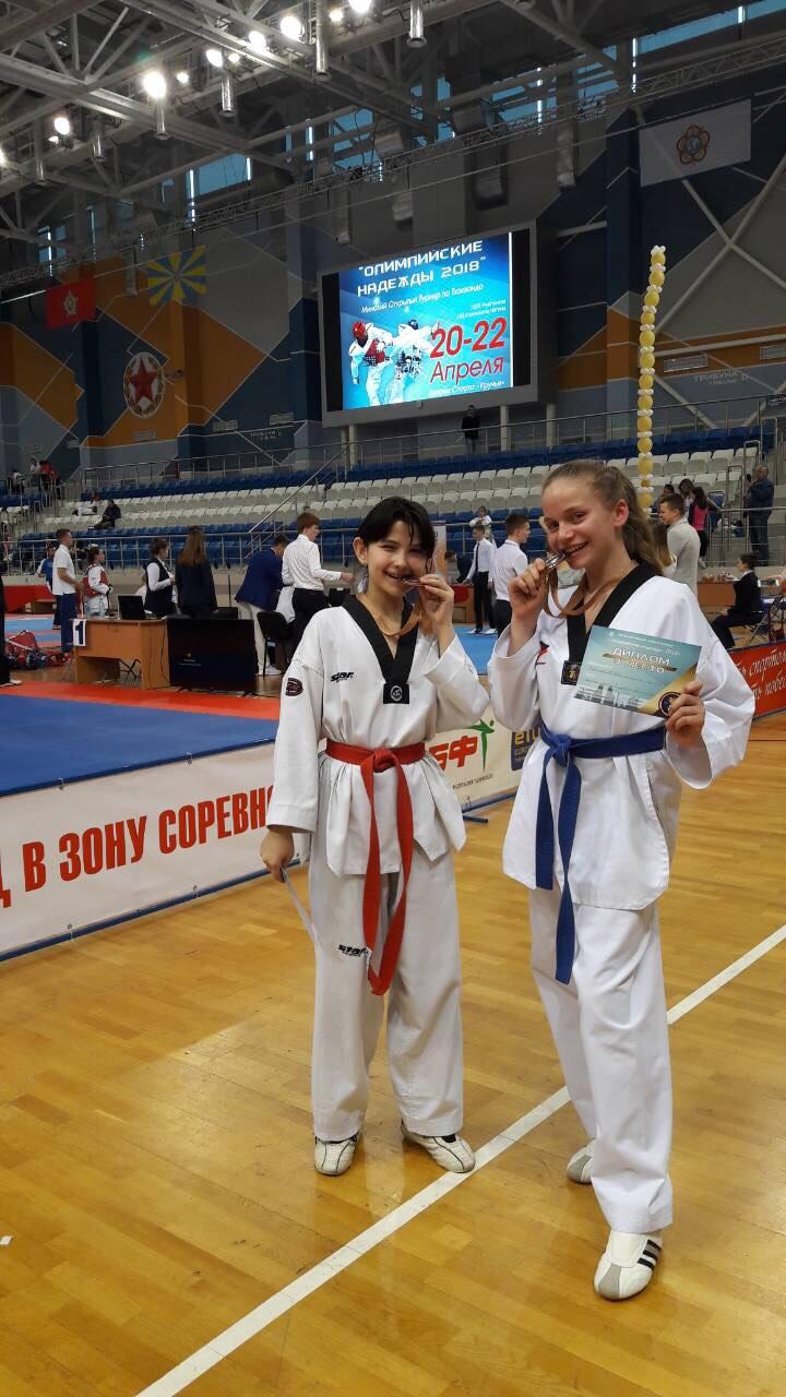 Карина Мазур (слева) и Дарья Ярошук.  Фото: архив Аиды ОРАЗАЕВОЙ