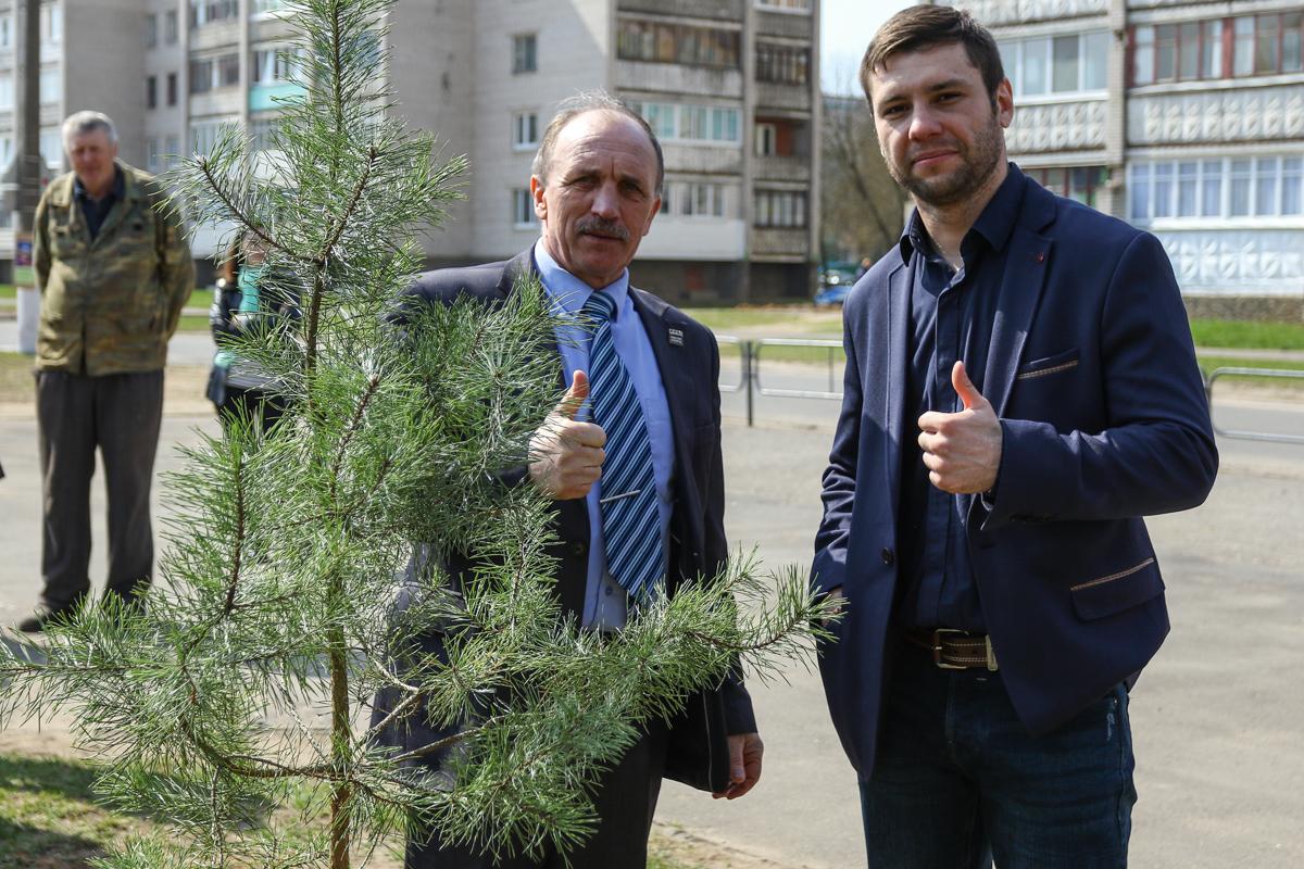 Кирилл Реллих с первым тренером Анатолием Хвойницким.