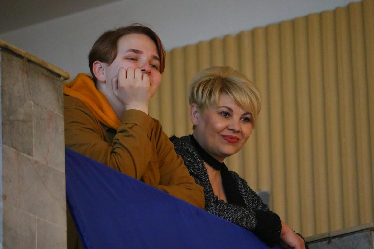 Участники фестиваля наблюдают за происходящим на мастер-классе Ольги Скоморох.