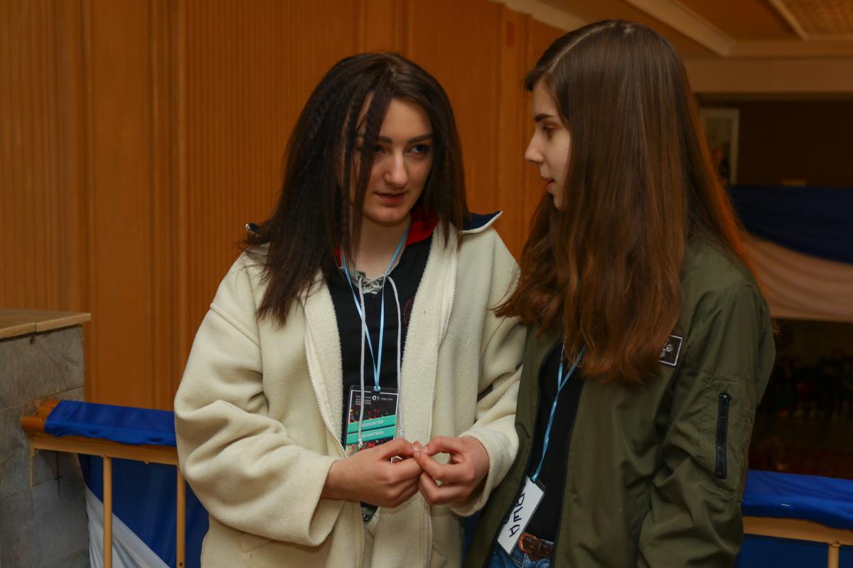 Волонтеры театра-студии «Параллель» Ольга Кунцевич (слева) и Дарья Столярова.
