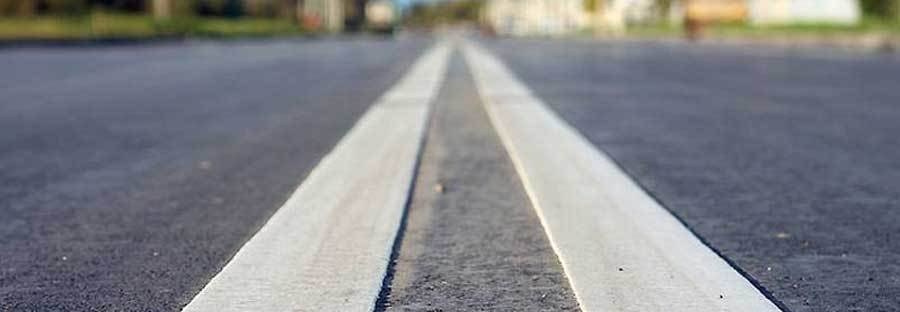 Разметка из термопластика хорошо выделяется над поверхностью дороги