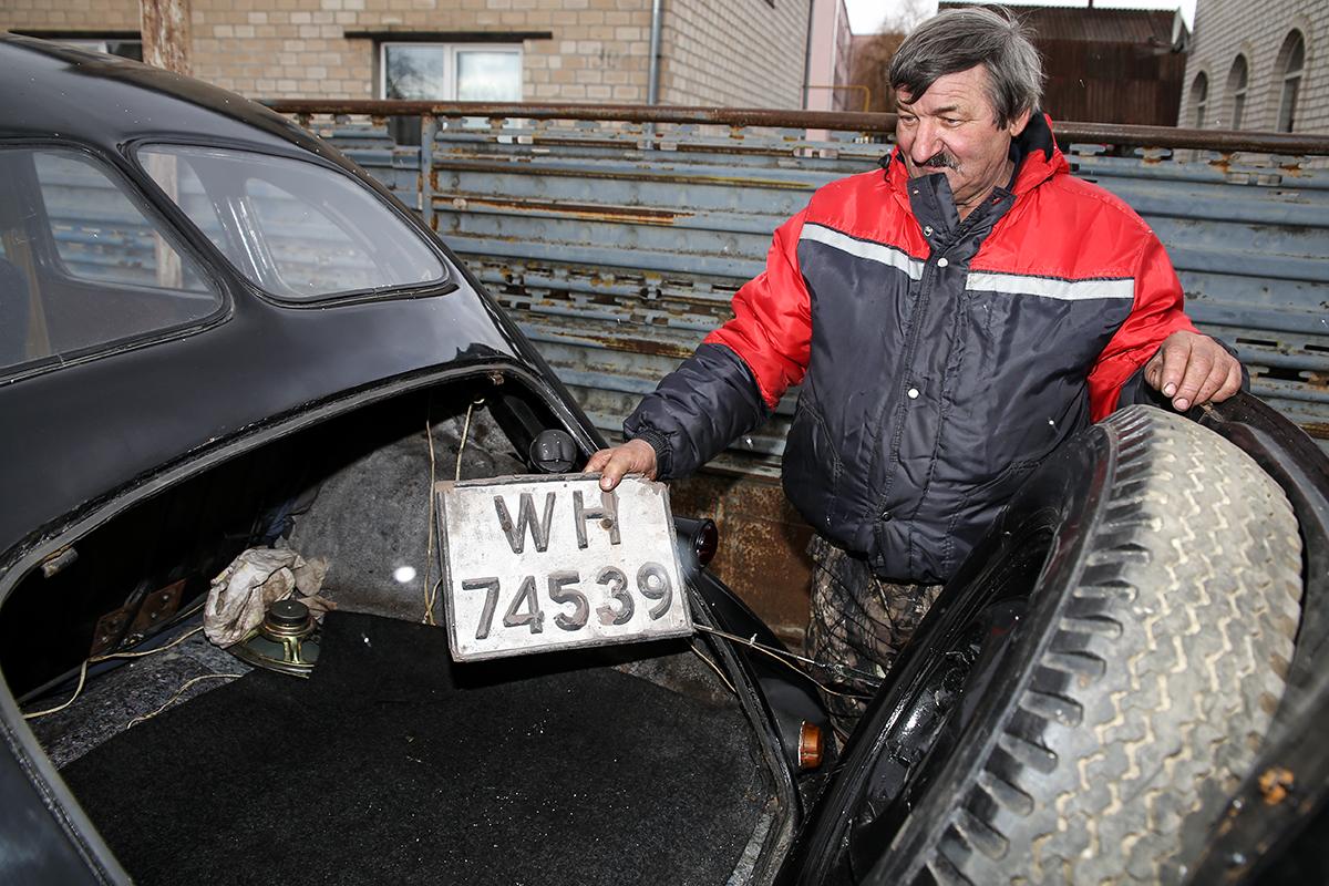 Заводской номер Opel Capitan. Фото: Евгений ТИХАНОВИЧ