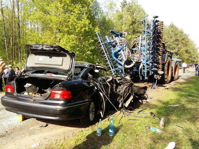 Катастрофой  завершился  обгон свадебного кортежа вСолигорском районе. Двое погибших
