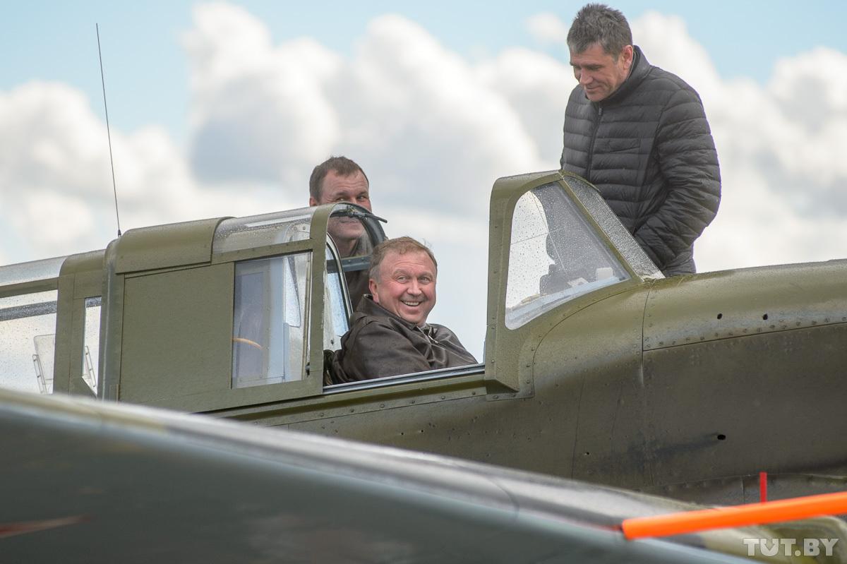 В кабине пилота — премьер-министр Беларуси Андрей Кобяков