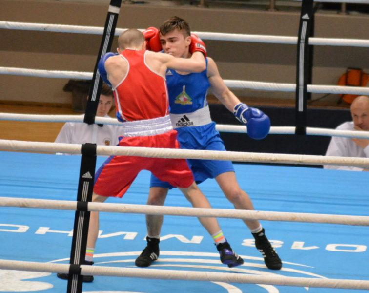 Победный финальный бой Александра Бутрима (в синей форме).