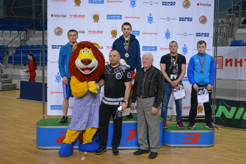 Егор Курбанов на высшей ступени пьедестала чемпионата РБ.