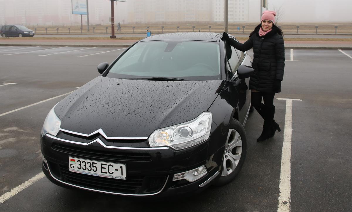 Владелица автомобиля Citroen C5 X7 Диана  Иванчик. Фото: Татьяна МАЛЕЖ