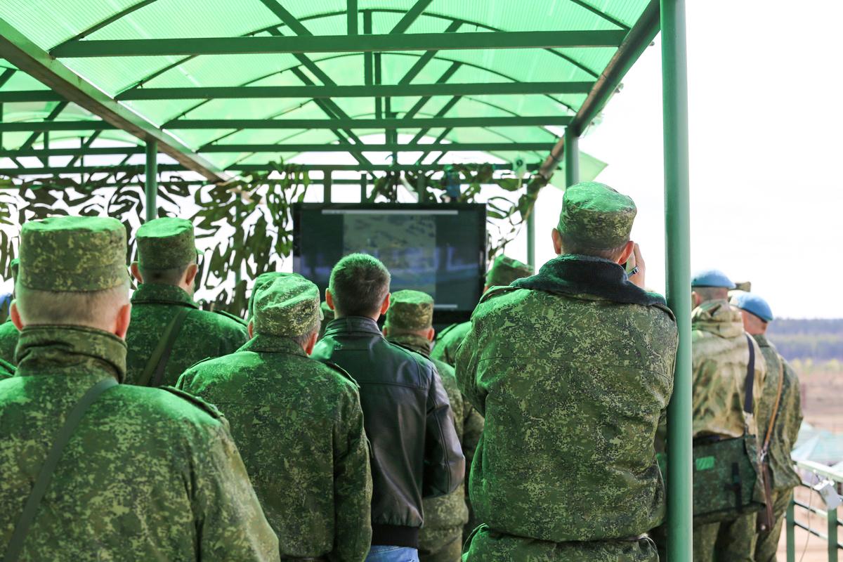26 апреля. Показное учение на Обуз-Лесновском полигоне в Барановичском районе. Фото: Татьяна МАЛЕЖ