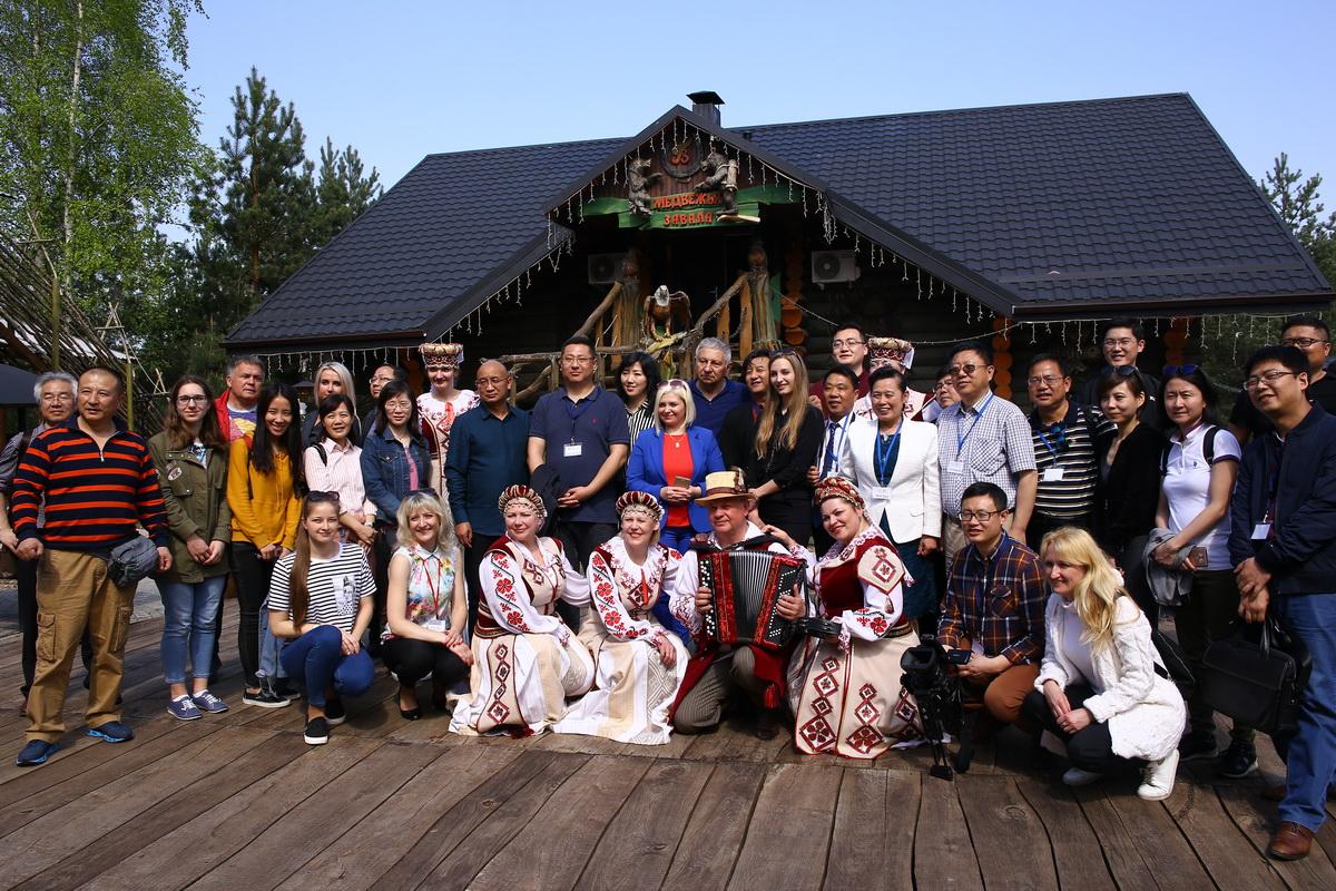 Все участники мероприятия в агроусадьбе. Фото: Татьяна МАЛЕЖ