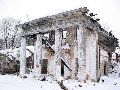Усадьба Радзивиллимонты и хозпостройки в феврале 2006 года. Фото: Андрей Дыбовский, TUT.by
