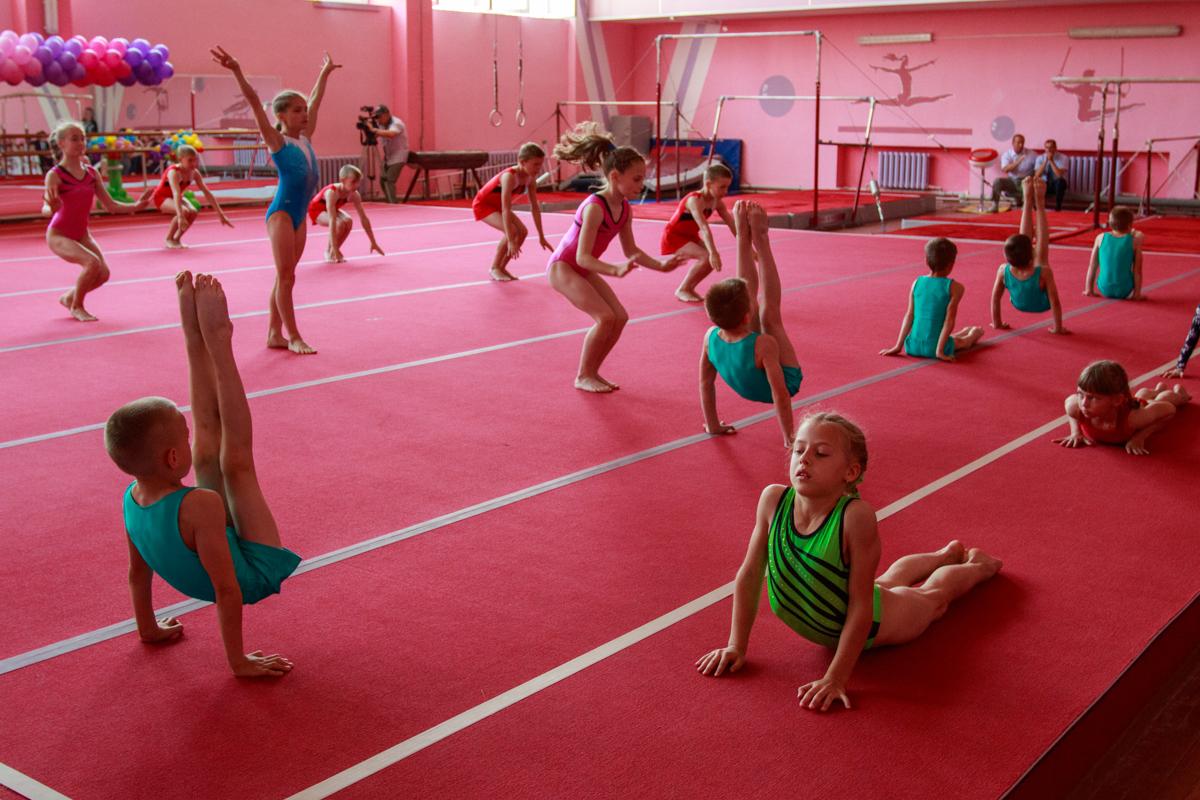 Выступление секции спортивной гимнастики. Фото: Александр ЧЕРНЫЙ