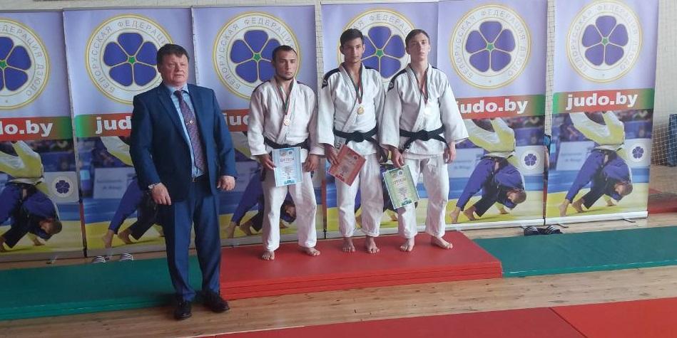 Александр Панасеня (слева). Фото: СДЮШОР профсоюзов по боксу и спортивной гимнастике