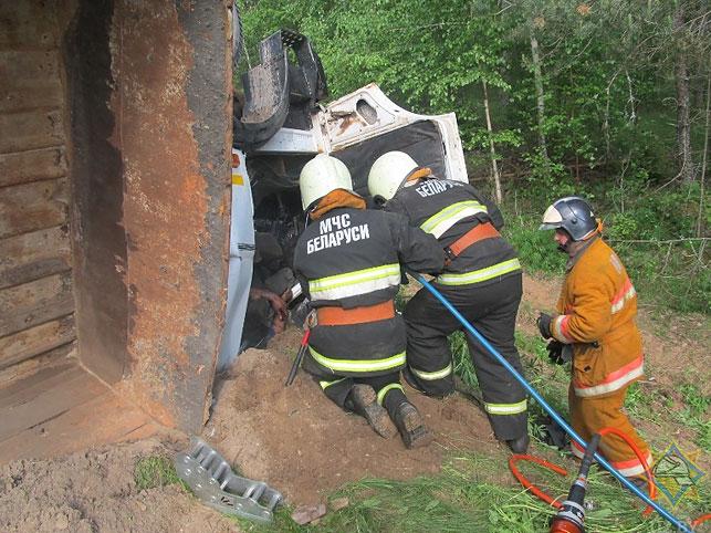 В Докшицком районе перевернулась цистерна с битумом — Intex-press. Последние новости города Барановичи, Беларуси и Мира
