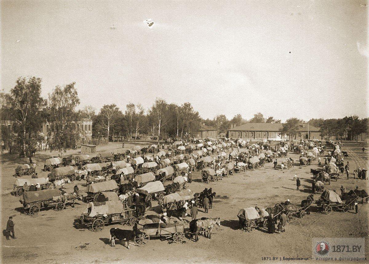1916 год. Беженцы на плацу. Фото: 1871.by