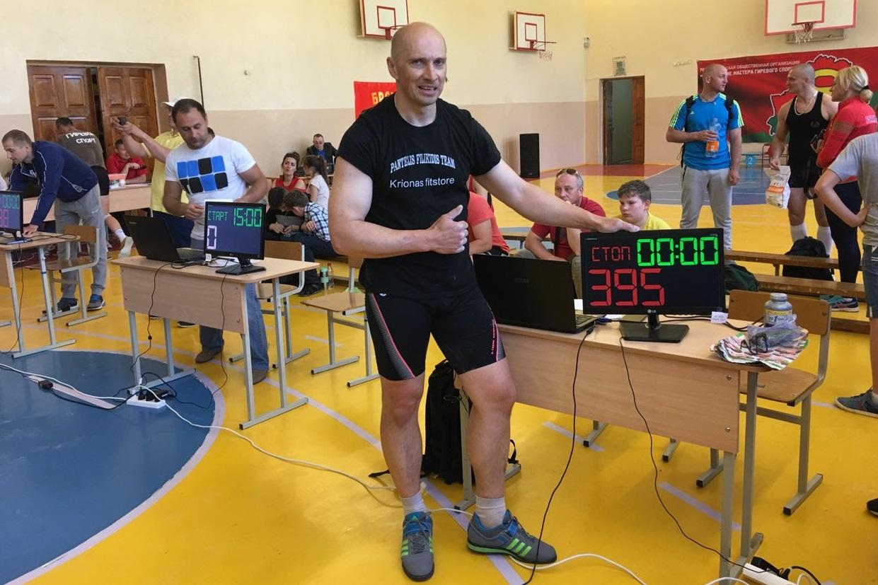Андрей Лагунский установил личный рекорд в рывке гири за 15 минут.