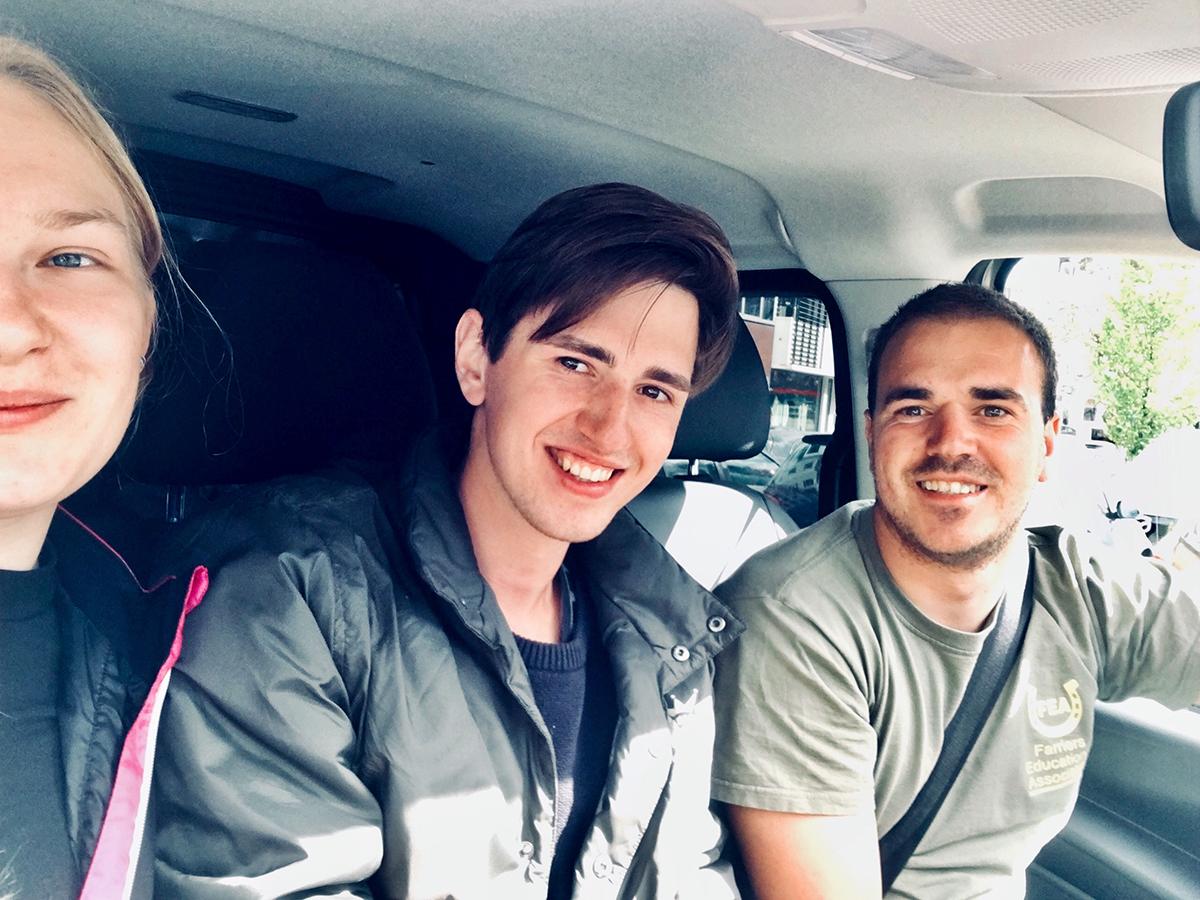 Совместное фото с Вилсом с водителем Вилсом, который довез нас до Гента.