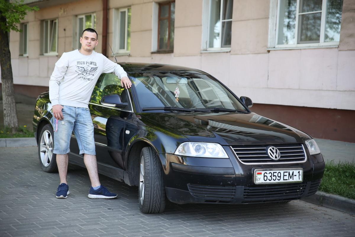 Владелец Volkswagen Passat B5+ Сергей Дорощенков.  Фото: Евгений ТИХАНОВИЧ