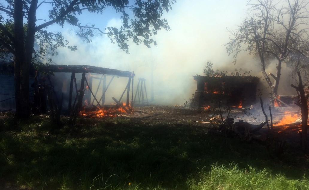 В Барановичском районе сжигали мусор — сгорели дом, хозпостройки и гараж — Intex-press. Последние новости города Барановичи, Беларуси и Мира