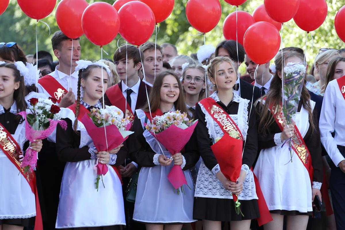 Фоторепортаж. В барановичских школах прозвучал последний звонок — Intex-press. Последние новости города Барановичи, Беларуси и Мира