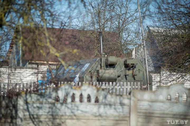 В этом вагончике живет мама Ольги Романович Фото: TUT.by