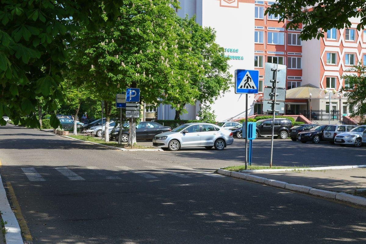 Пешеходный переход у здания РОВД, местоположением которого недовольна Инга.