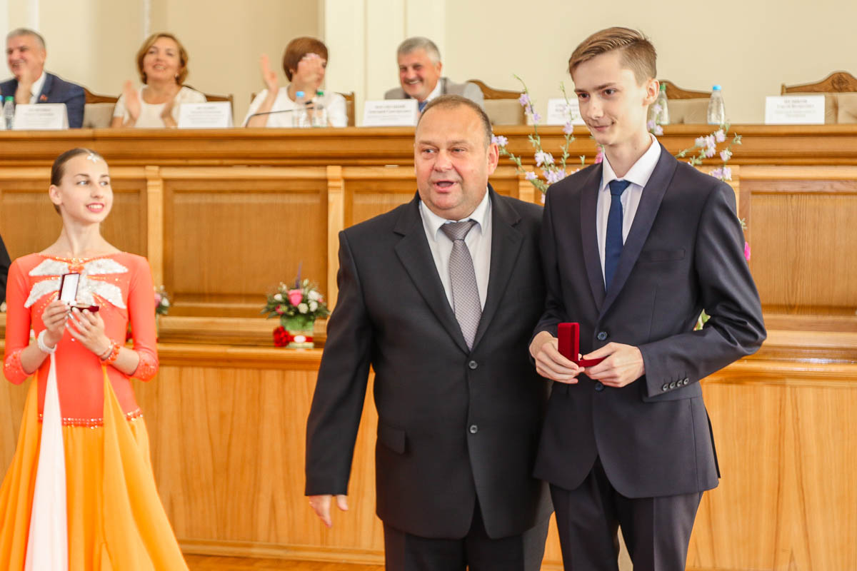 Юрий Громаковский и выпускник СШ №7 Андрей Русак