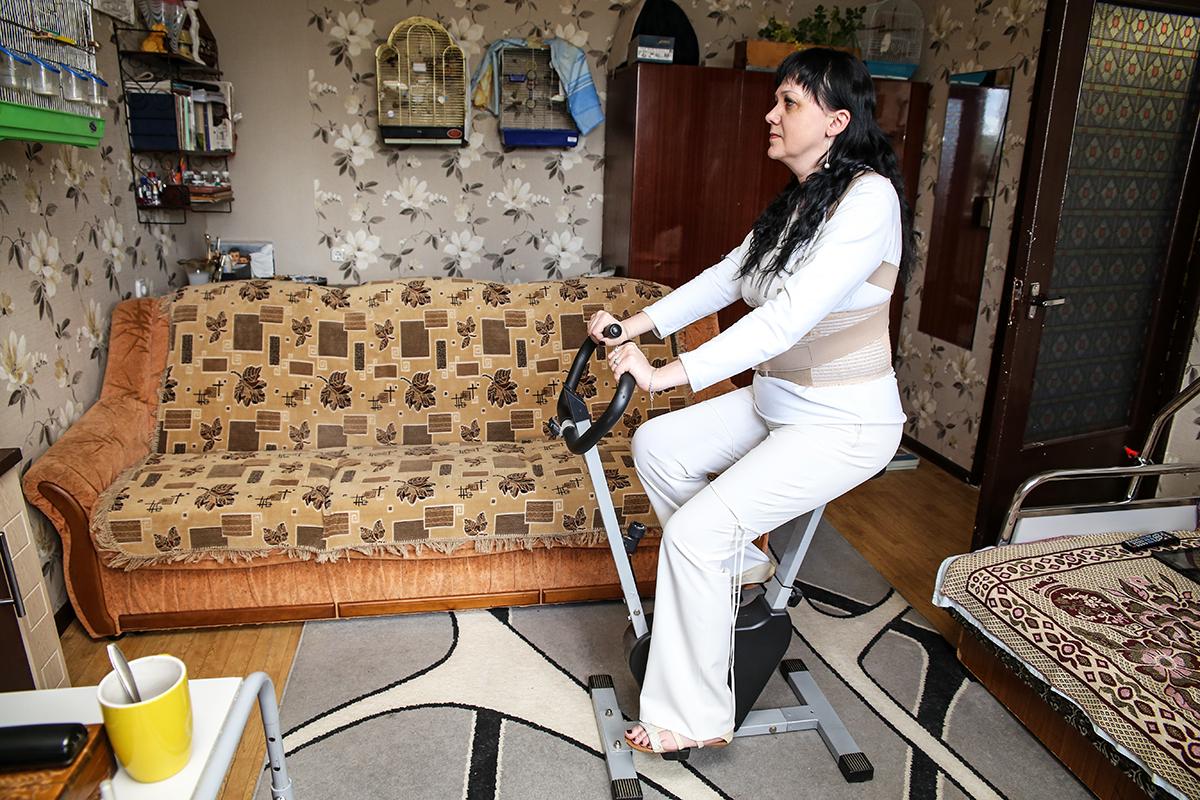 Наталья каждый день занимается на велотренажере