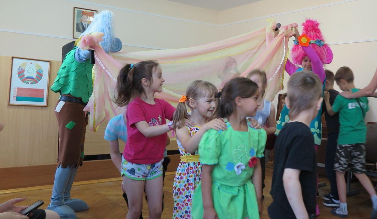 Красный Крест устроил праздник для пациентов Барановичской детской больницы — Intex-press. Последние новости города Барановичи, Беларуси и Мира