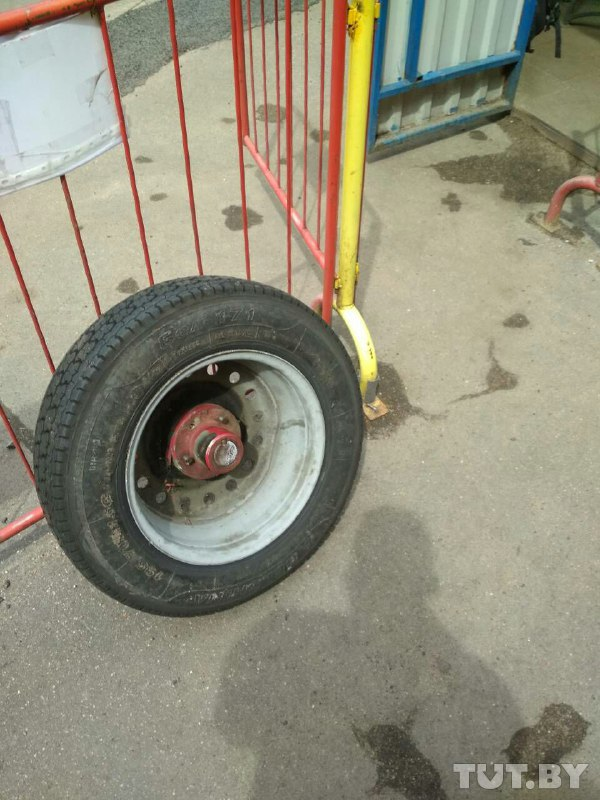 Читатель TUT.BY прислал фото колеса сломавшегося аттракциона.