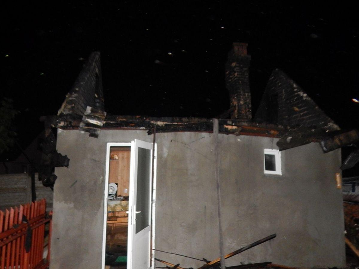 Сгоревшая баня в переулке Пригородном. Фото: Барановичский ГРОЧС