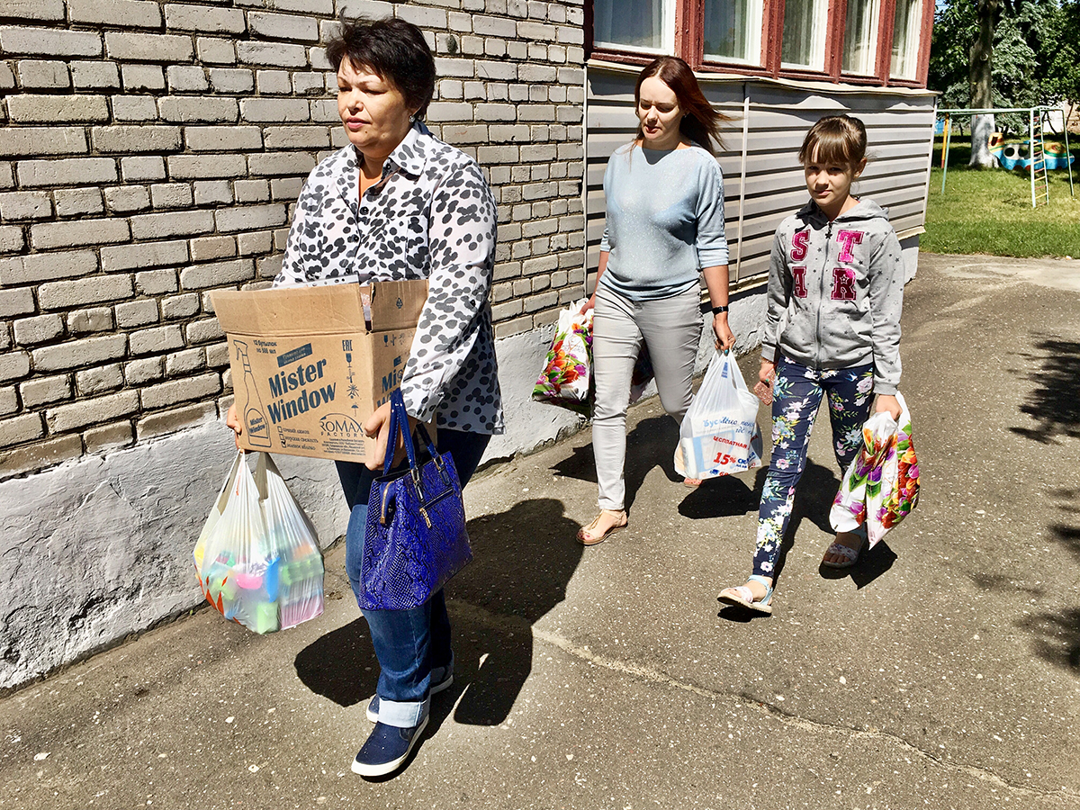 В Барановичах волонтеры собрали для детского приюта шампуни, мыло и зубную пасту — Intex-press. Последние новости города Барановичи, Беларуси и Мира