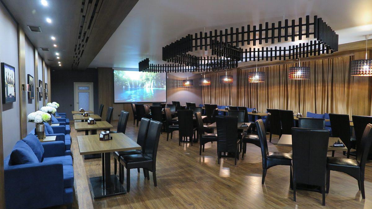 Большой зал ресторана.