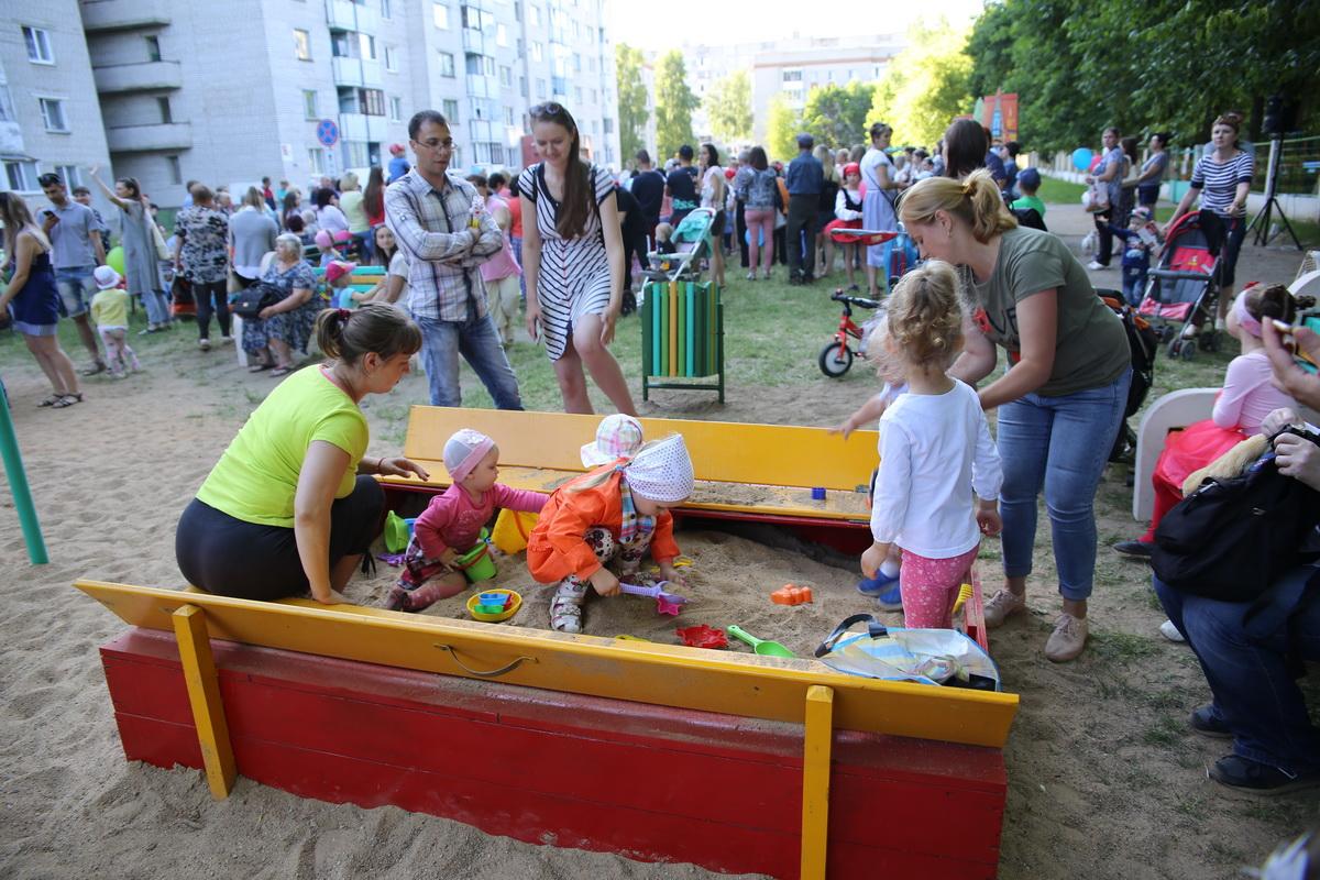 Детская площадка на улице Жукова в Северном микрорайоне. Фото: Татьяна МАЛЕЖ
