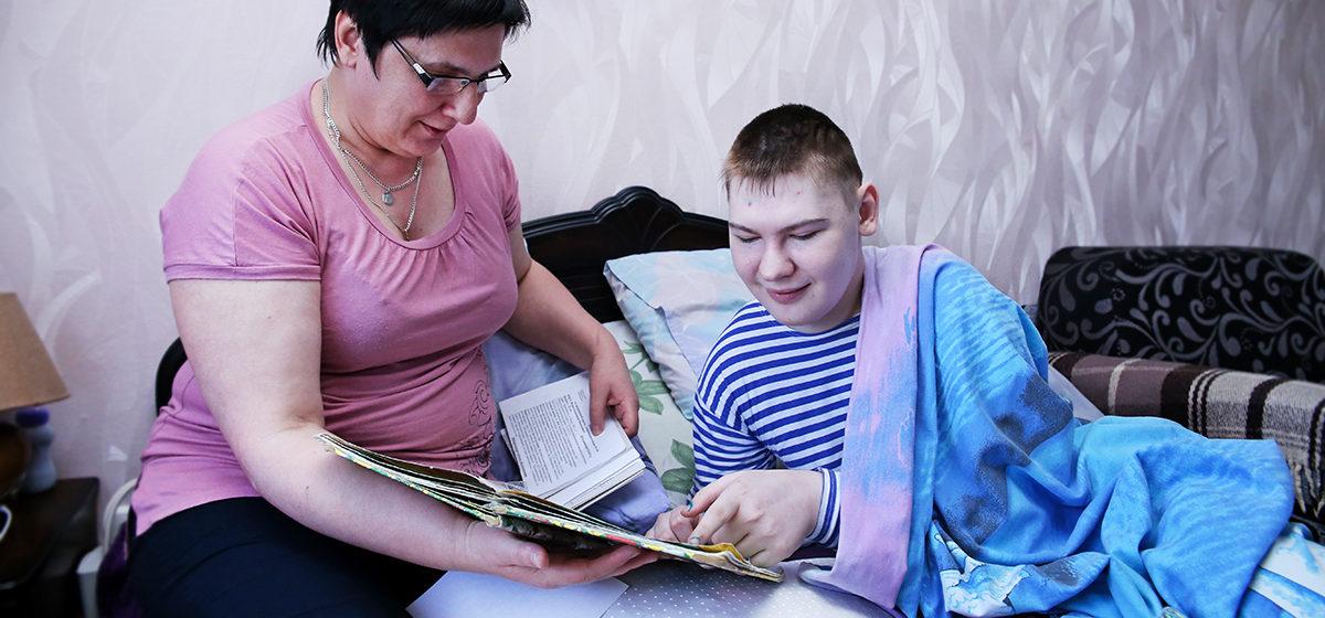 История жительницы Барановичей, которая одна растит сына-инвалида. «Для всех мой ребенок – крест, а для меня он – смысл жизни»