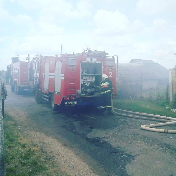 Пожар в деревне Залюбичи. Фото: @ssnmp_baranovichi