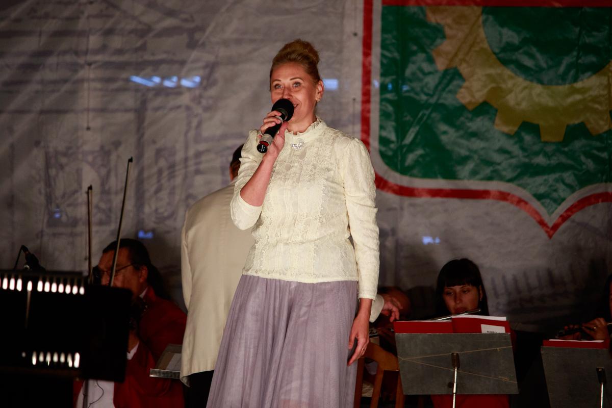 В праздничном концерте в честь Дня Республики приняли участие солисты Барановичского региона. Фото: Александр ЧЕРНЫЙ