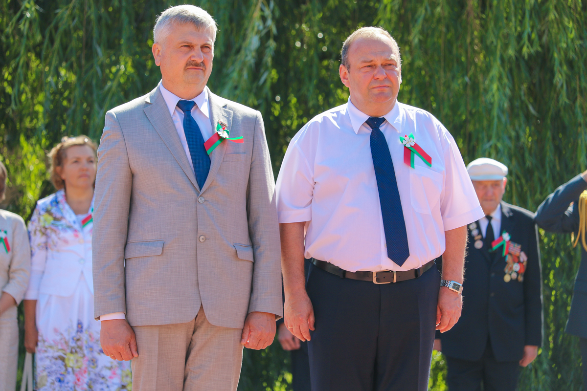 Председатель городского Совета депутатов Григорий Кособуцкий (слева) и председатель Барановичского горисполкома Юрий Громаковский.